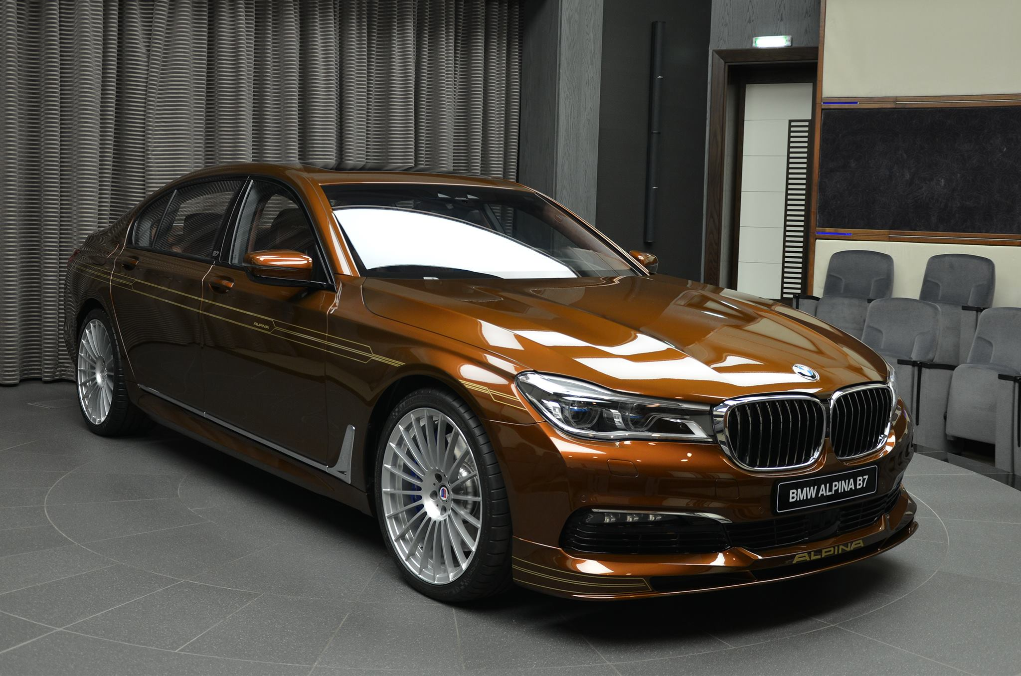 chestnut bronze alpina b7 bi turbo has matching brown interior autoevolution. Black Bedroom Furniture Sets. Home Design Ideas