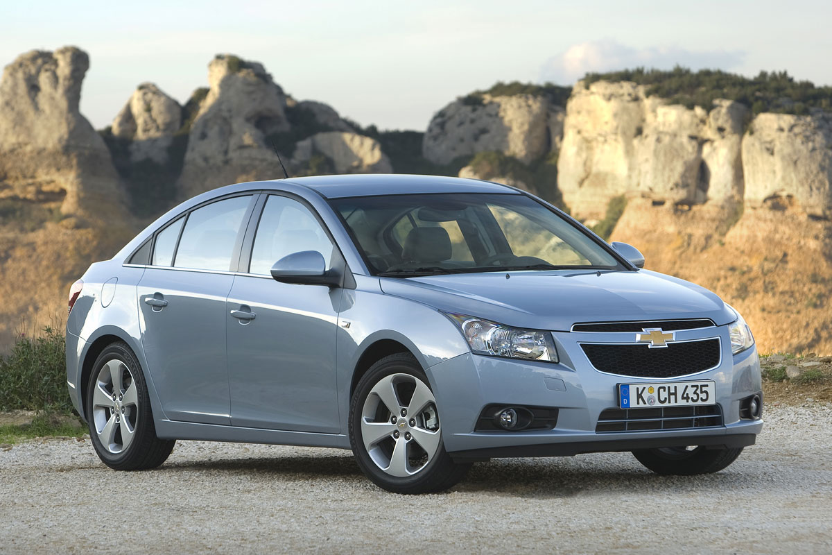 chevrolet-cruze-sedan-launched-in-india-