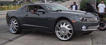 Chevy Camaro on 26-Inch Floaters [Video]