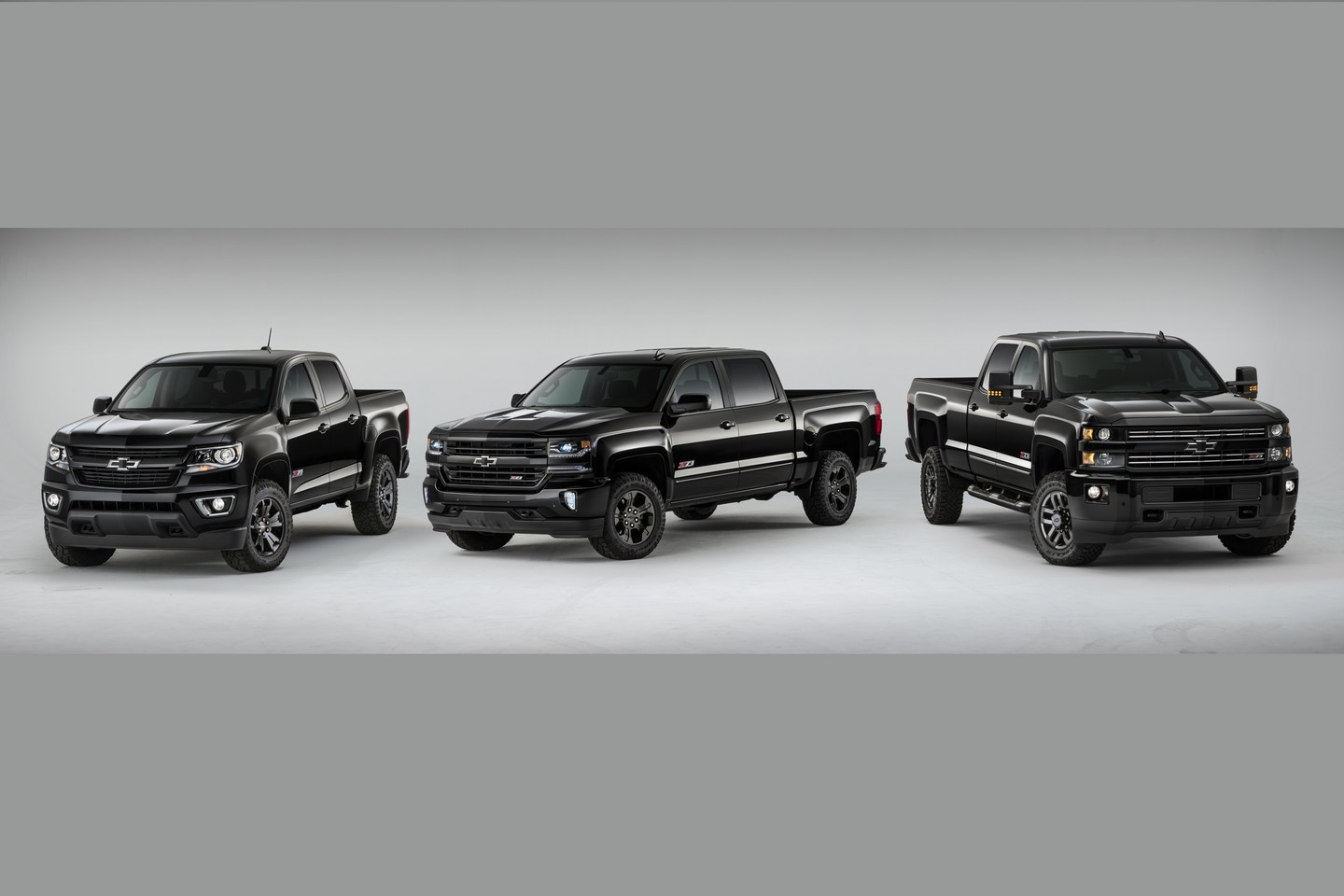 chevy silverado and colorado midnight editions are back for 2016 autoevolution. Black Bedroom Furniture Sets. Home Design Ideas