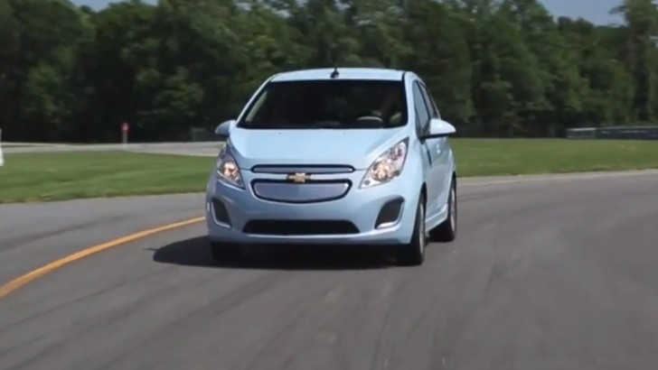 Chevy Spark EV Reviewed by Consumer Reports [Video]
