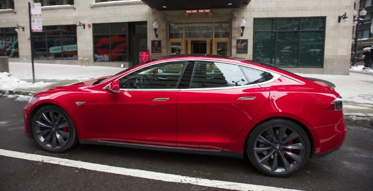 chicago hotel offers tesla model s p85d rides to customers autoevolution. Black Bedroom Furniture Sets. Home Design Ideas