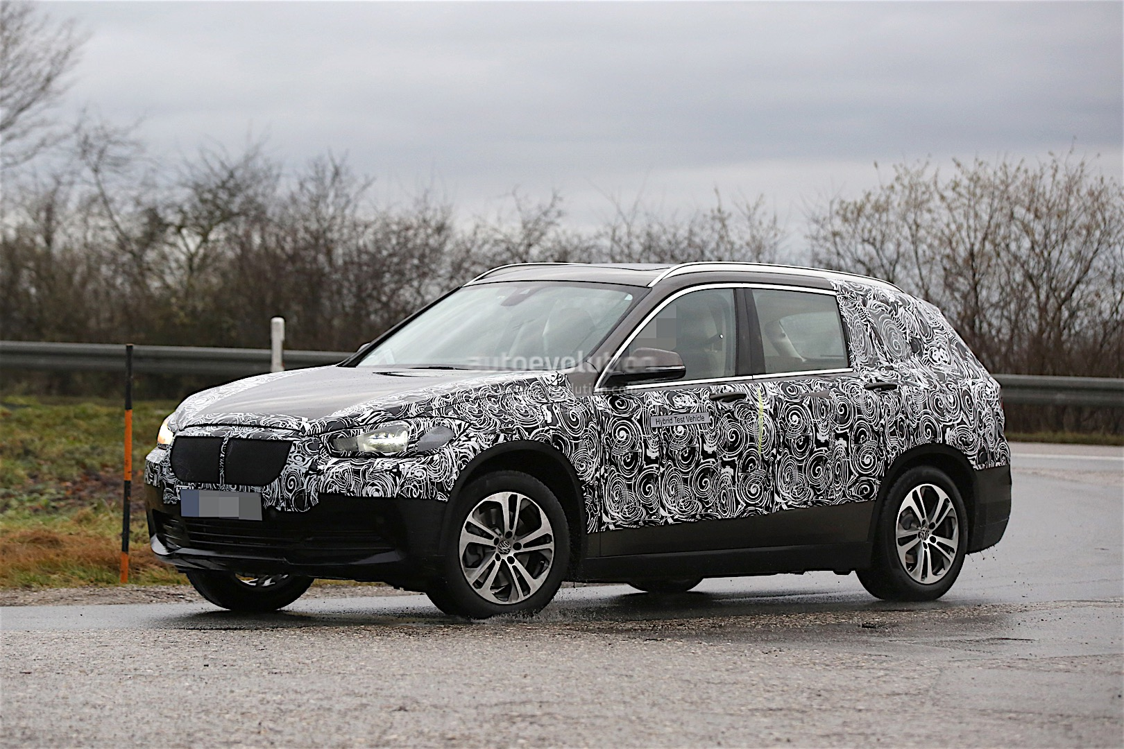 chinese bound seven seat bmw x1 spied autoevolution. Black Bedroom Furniture Sets. Home Design Ideas