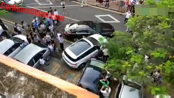 Chinese Woman Turns Her Range Rover Evoque Into A Battering Ram For