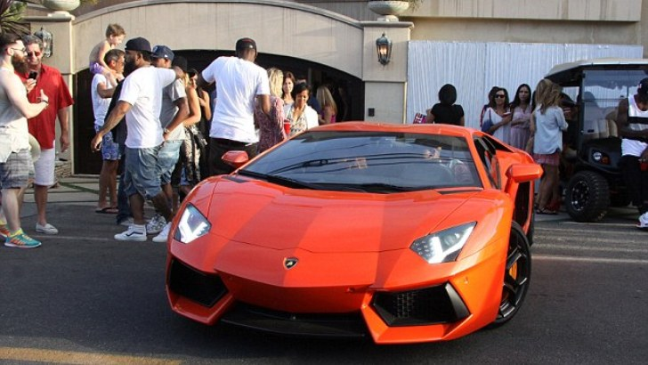 Chris Brown Has Karrueche Posing Next To His Aventador On