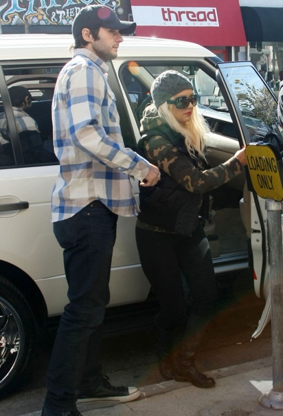 Christina Aguilera Not So Sexy In A White Range Rover
