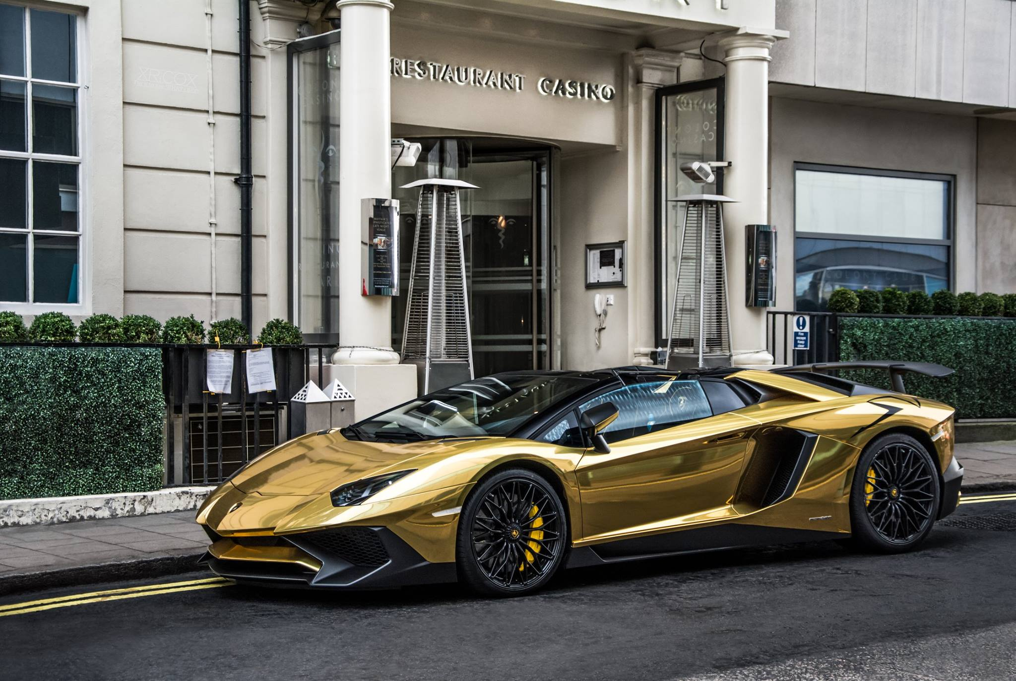 Chrome Gold Lamborghini Aventador Sv Roadster How To Ruin A Limited Edition Autoevolution