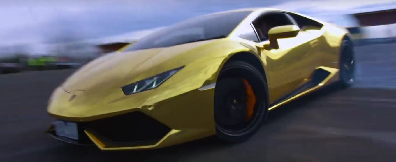 australia 39 s only gold lamborghini huracan does monster donuts like it 39 s nothing autoevolution. Black Bedroom Furniture Sets. Home Design Ideas