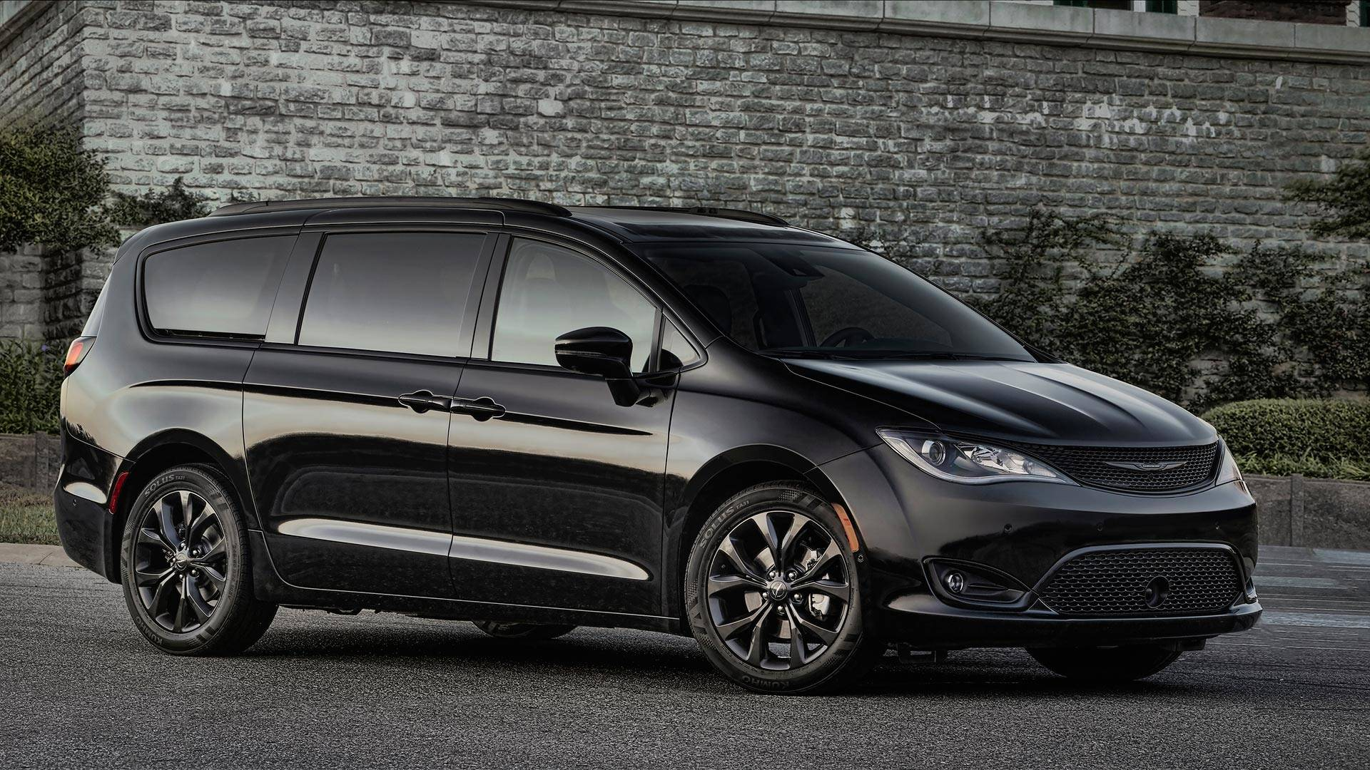 chrysler recalls 2017 pacifica hybrid not affected autoevolution. Black Bedroom Furniture Sets. Home Design Ideas