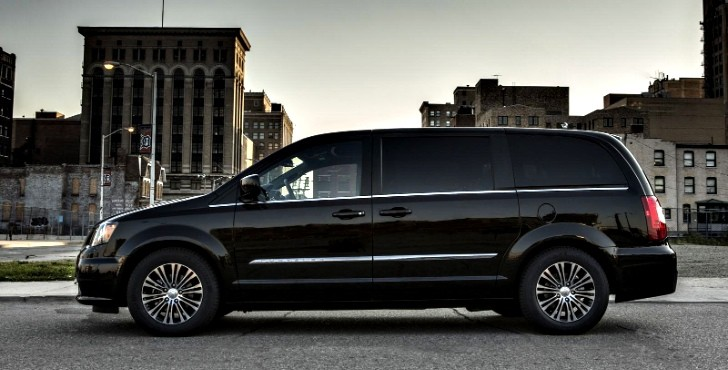 chrysler to bring refreshed town and country s to la. Black Bedroom Furniture Sets. Home Design Ideas