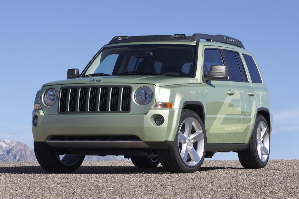 chrysler unveils electric jeep patriot autoevolution. Black Bedroom Furniture Sets. Home Design Ideas
