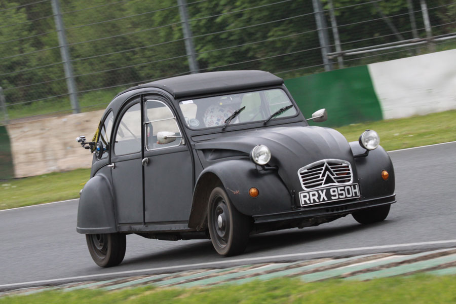 citroen 2cv receives bmw motorcycle engines in the uk autoevolution. Black Bedroom Furniture Sets. Home Design Ideas