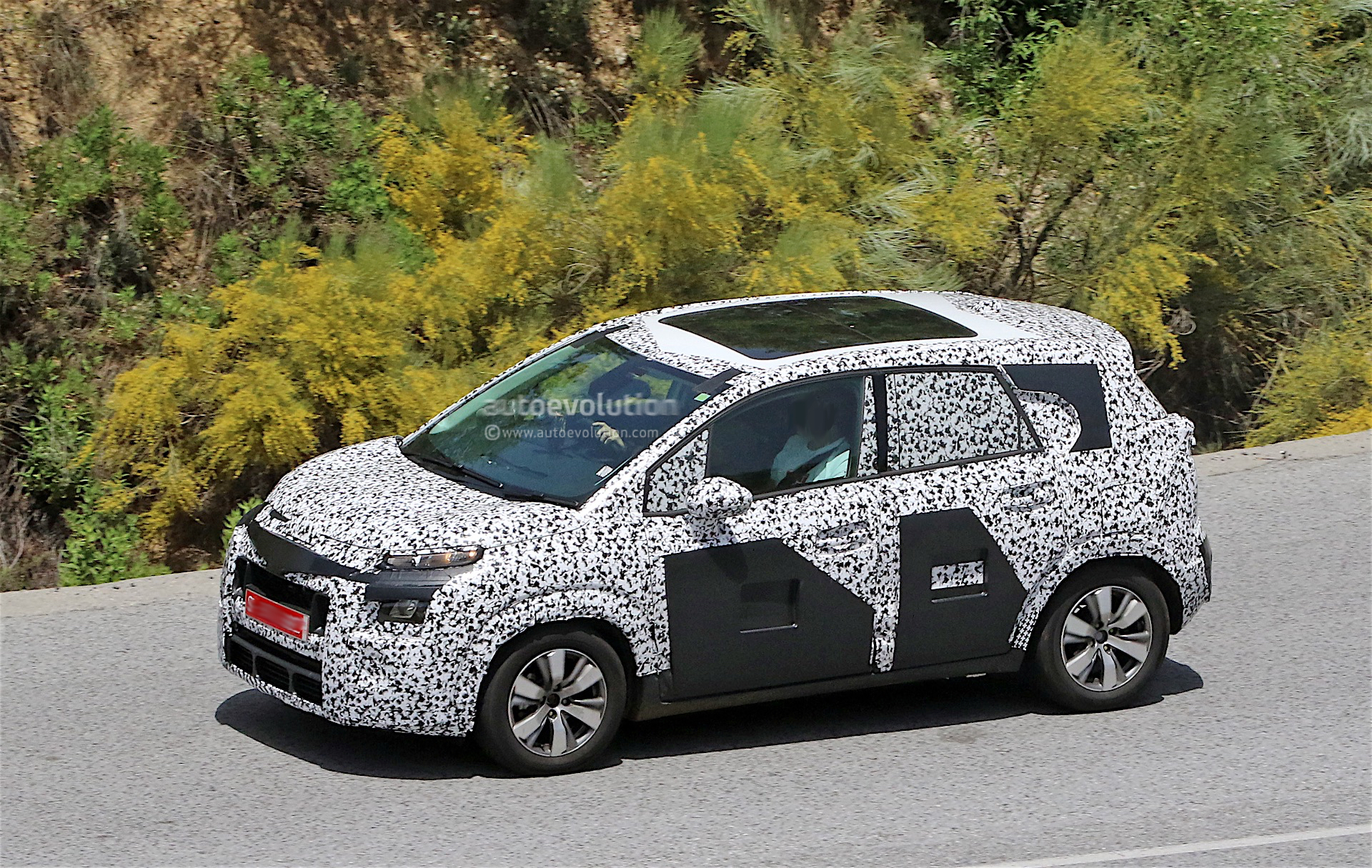citroen testing 2017 c3 picasso it is still funky looking autoevolution. Black Bedroom Furniture Sets. Home Design Ideas