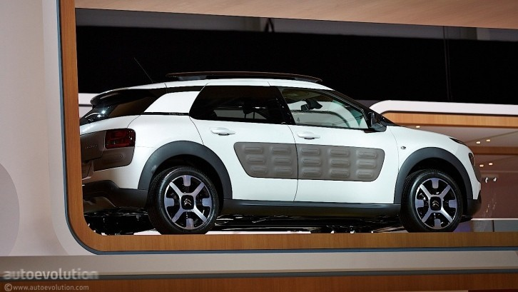 Citroen C4 Cactus Green >> Citroen C4 Cactus Makes World Debut at Geneva Show - Live ...