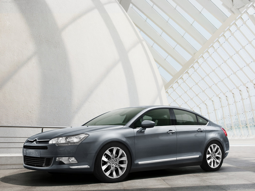 Citroen c5 new engines autoevolution citroen tries to keep up with the times and announces a few changes meant to keep down the fuel consumption and the co2 emissions throughout the c5 range vanachro Image collections
