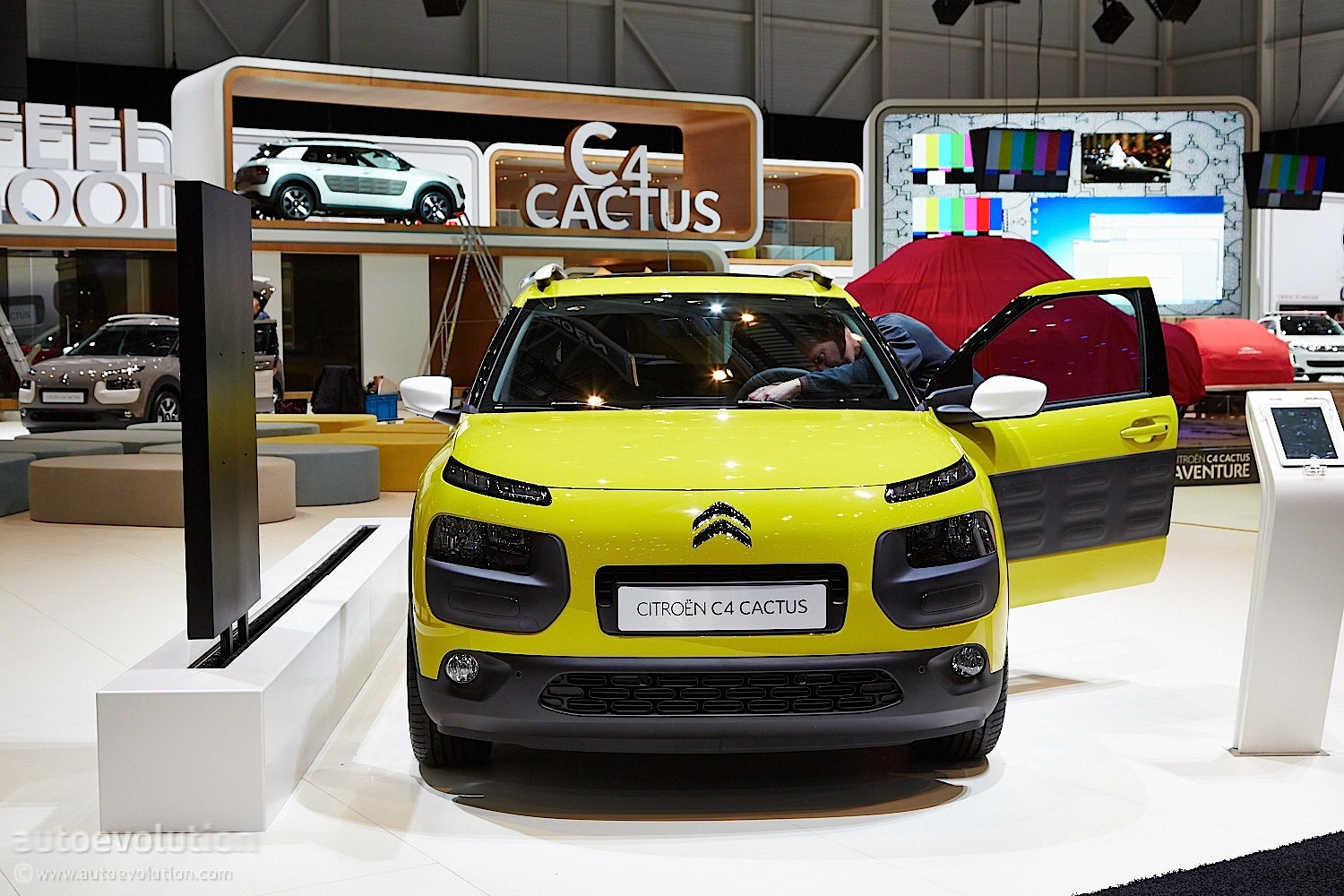 citroen to price c4 cactus from 13 950 in france making it cheaper than the c4 autoevolution. Black Bedroom Furniture Sets. Home Design Ideas
