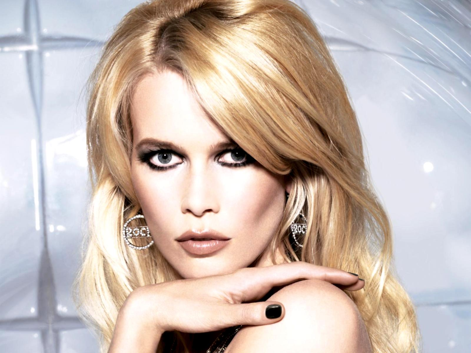 Claudia Schiffer Is The New Face Of Opel To Star In