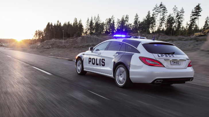 CLS Shooting Brake Becomes Police Car in Finland [Video][Photo Gallery]