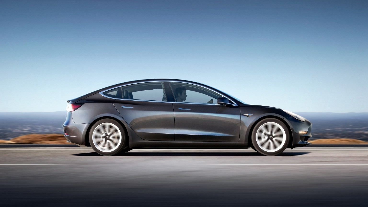 2 Photos Tesla Model 3