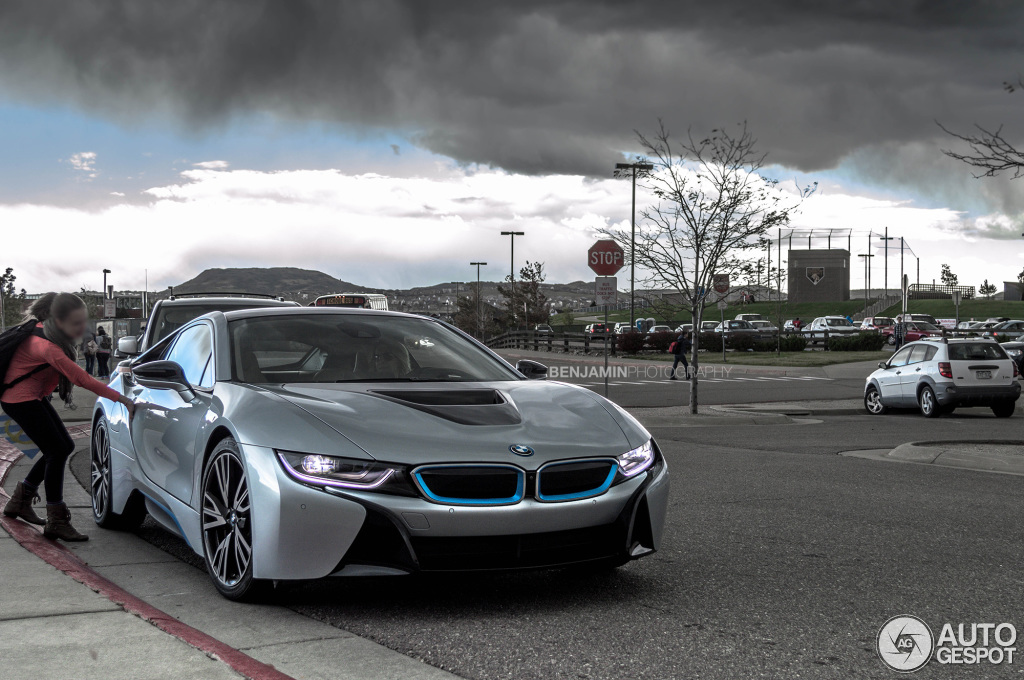 Coolest Mom Ever Kid Gets Picked Up From School In Bmw I8