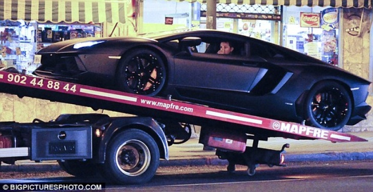 Cristiano Ronaldo's Lamborghini Aventador Breaks Down in Madrid