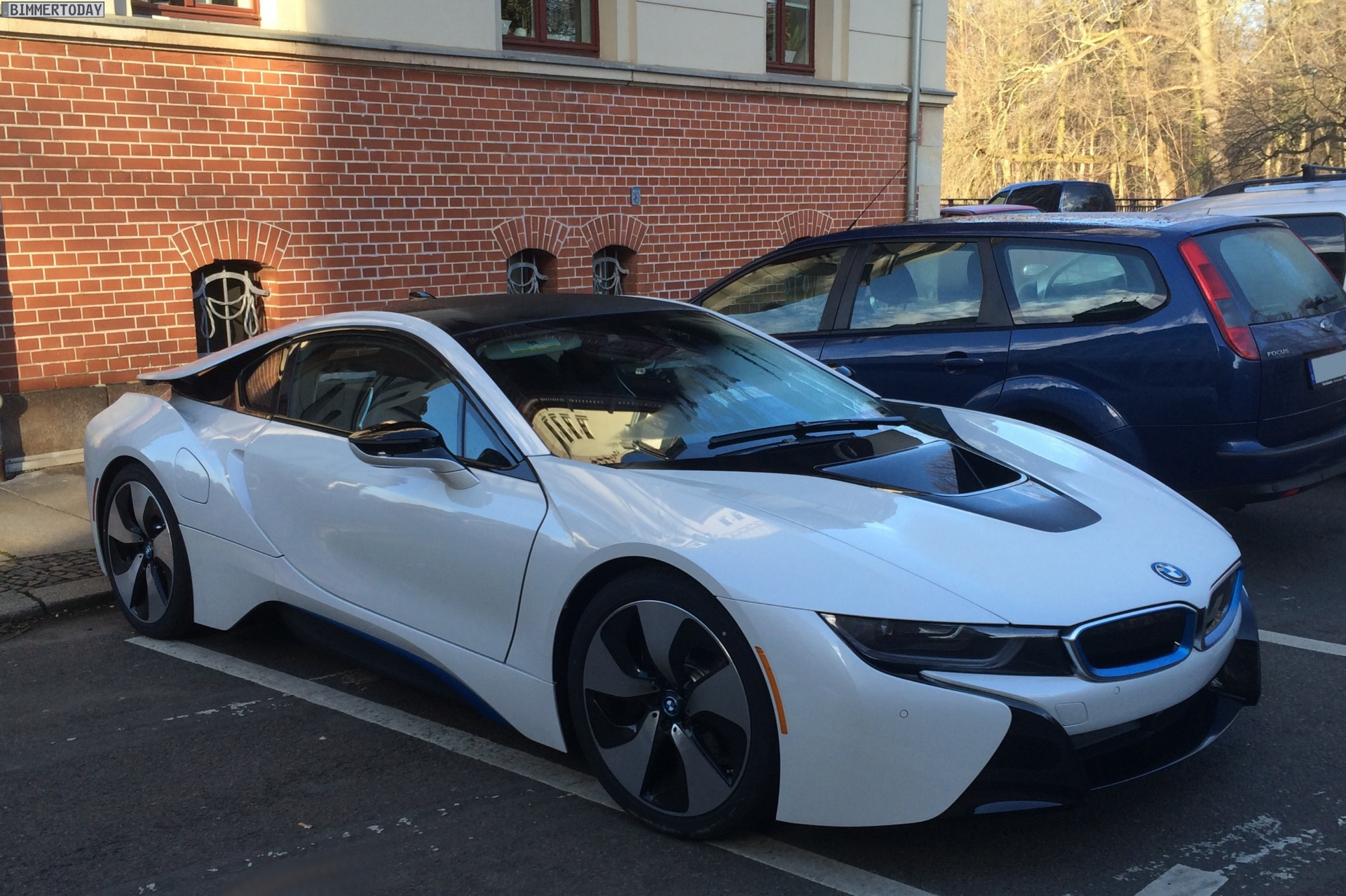 Crystal White BMW i8 Spotted in Leipzig - autoevolution