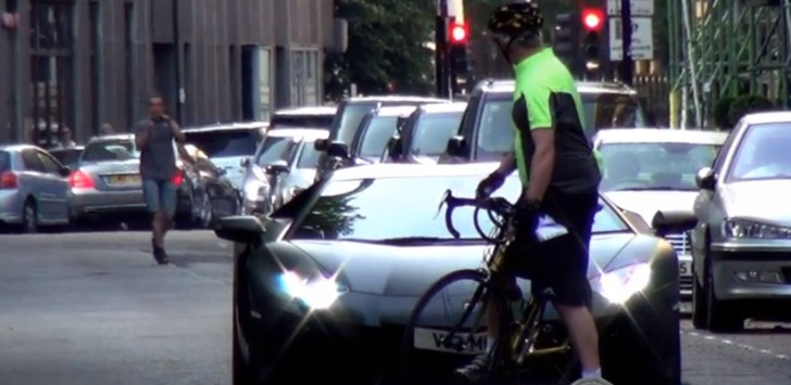 Cyclist Doesn't Care About Your Lamborghini! [Video]