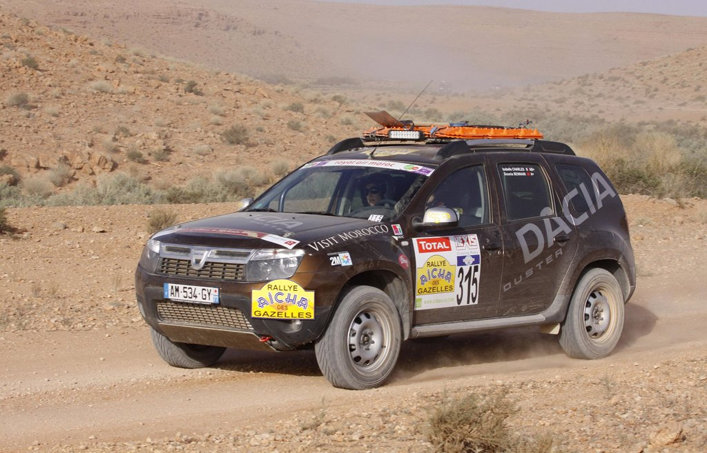 dacia duster claims victory in the rallye aicha des. Black Bedroom Furniture Sets. Home Design Ideas