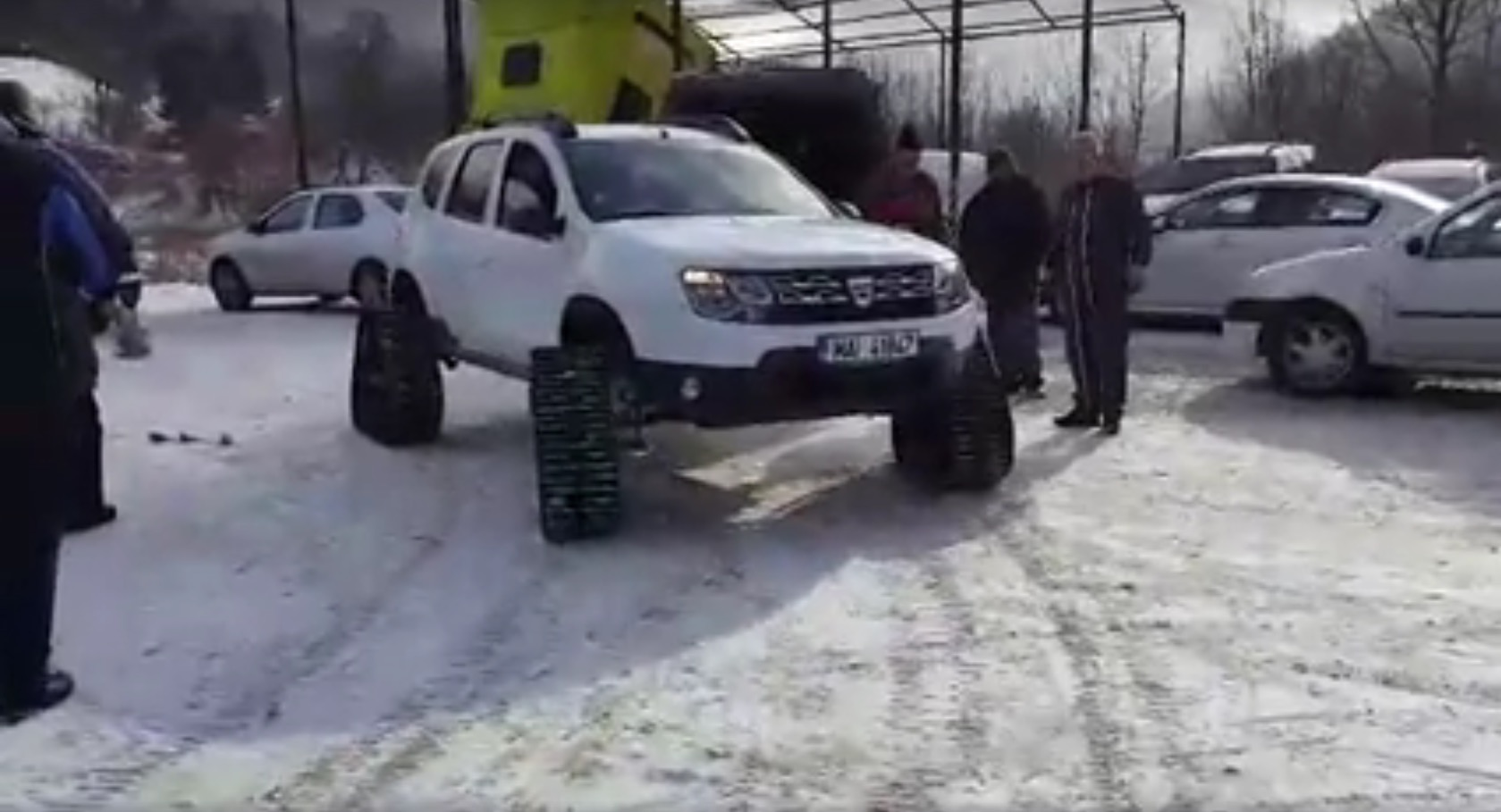 Dacia Duster Gets Custom Triangular Tracks For Wheels