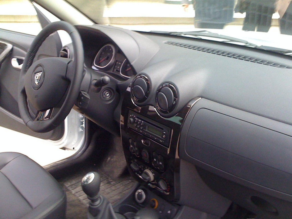 dacia duster interior pictures autoevolution. Black Bedroom Furniture Sets. Home Design Ideas