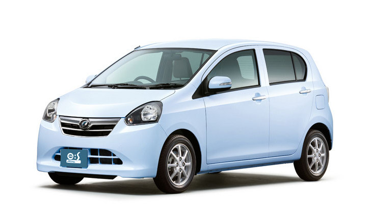 Daihatsu Unveils Mira E S Kei Car In Japan Does 75 Mpg