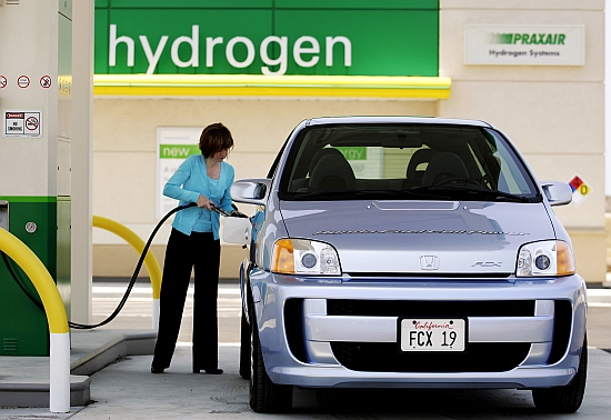Daimler to Spend Millions on Hydrogen Fuel Stations  autoevolution