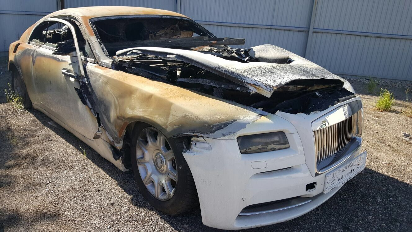 fire damaged rolls royce wraith selling for 40 000. Black Bedroom Furniture Sets. Home Design Ideas