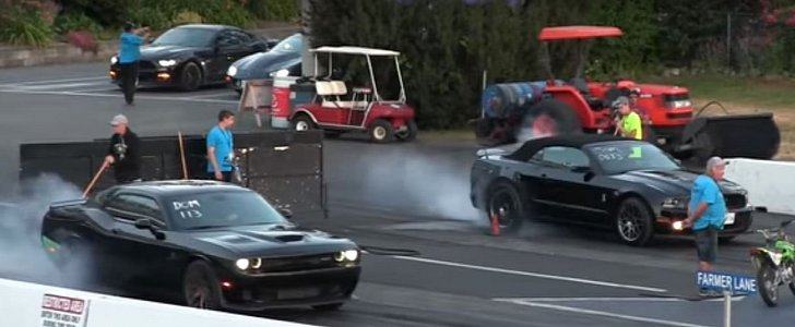 Dodge Challenger Hellcat Drag Races Ford Mustang Shelby