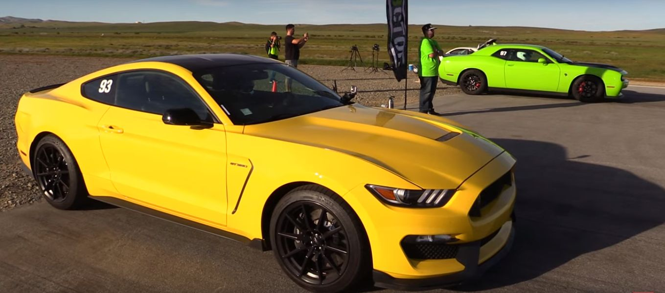 Dodge challenger hellcat vs mustang shelby gt350 is an apple to orange drag race