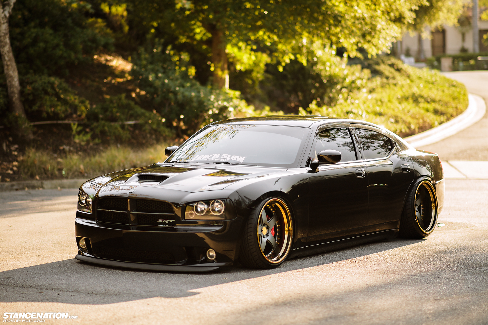 dodge charger srt8 rides low and mean autoevolution. Black Bedroom Furniture Sets. Home Design Ideas