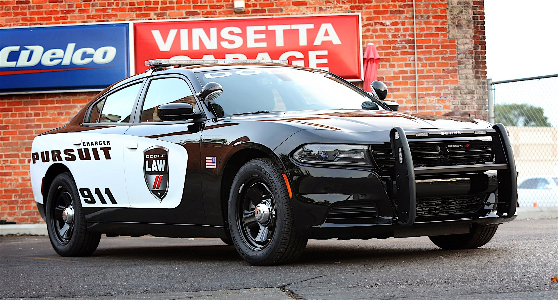 dodge updates 2017 charger pursuit with complimentary officer protection package autoevolution. Black Bedroom Furniture Sets. Home Design Ideas