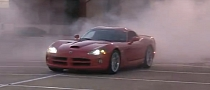 Dodge Viper Donuts in Front of Petsmart [Video]