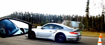 Drag Race: Ferrari 430 Scuderia vs Porsche 997 Turbo [Video]