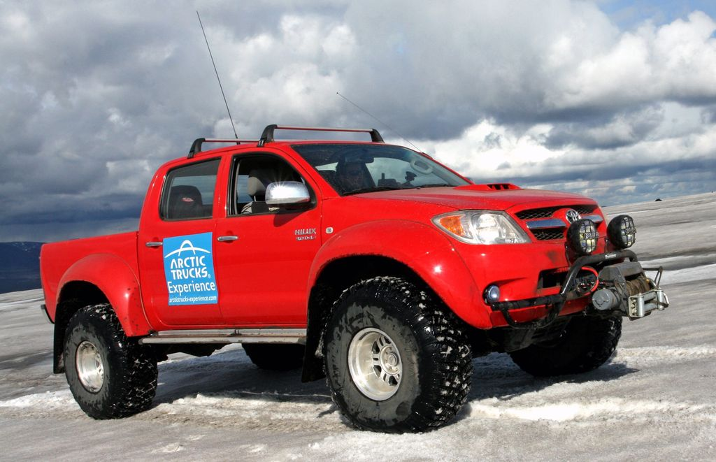 drive-to-the-north-pole-in-a-toyota-hilu