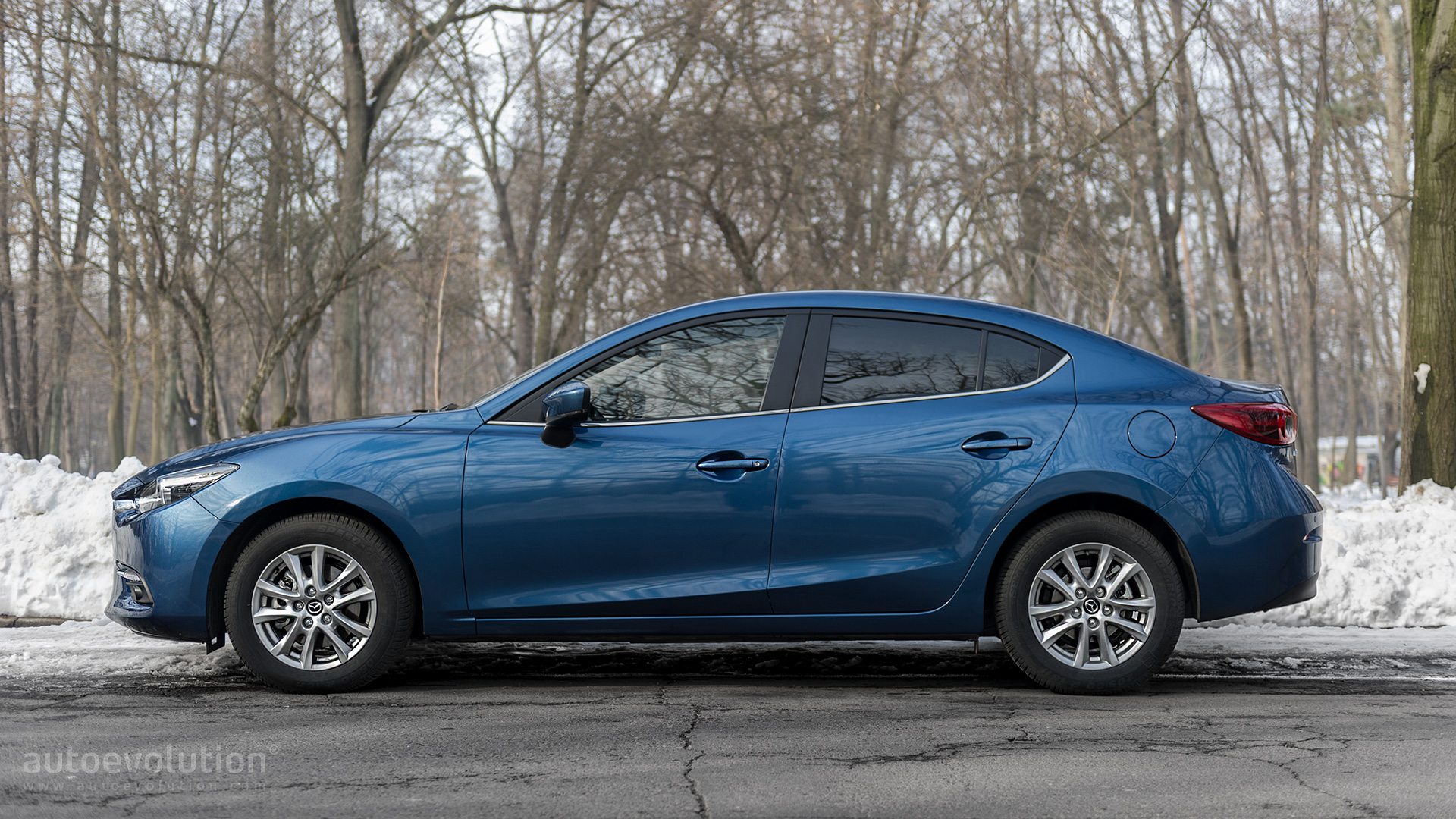 https://s1.cdn.autoevolution.com/images/news/driven-2017-mazda3-sedan-20-g120-117930_1.jpg