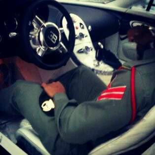Dubai Police Officer Spotted in Bugatti Veyron - autoevolution