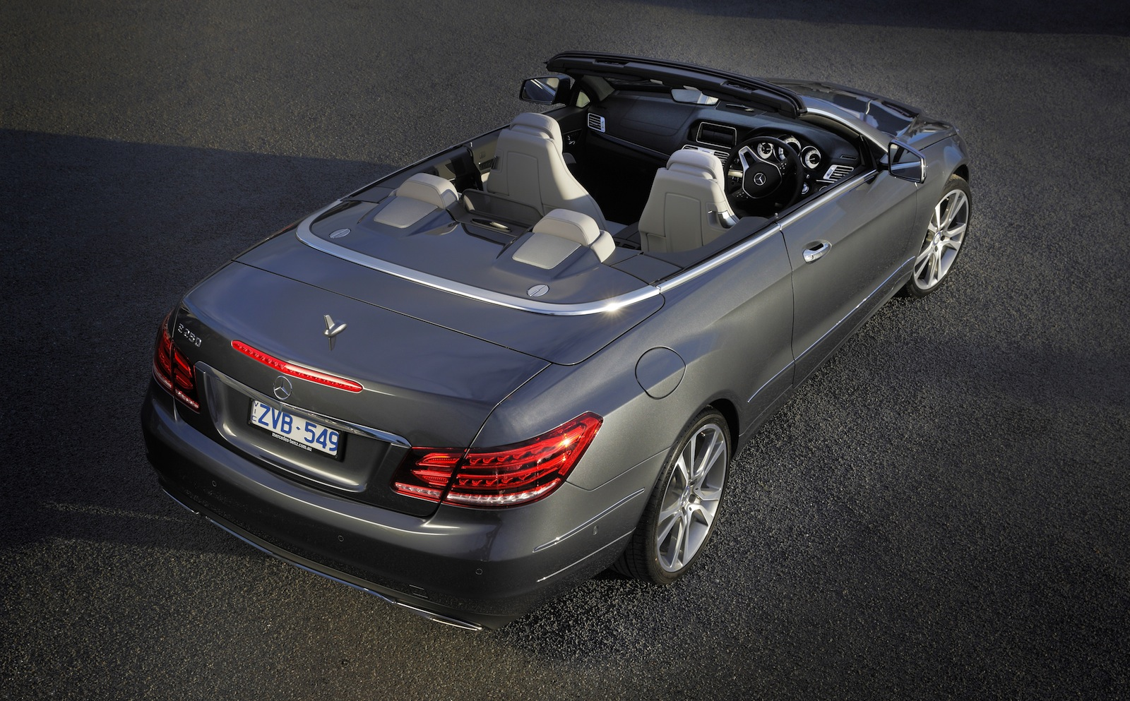 e class coupe and convertible reviewed by car advice autoevolution. Black Bedroom Furniture Sets. Home Design Ideas
