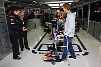 Ecclestone receives present from Horner, Vettel
