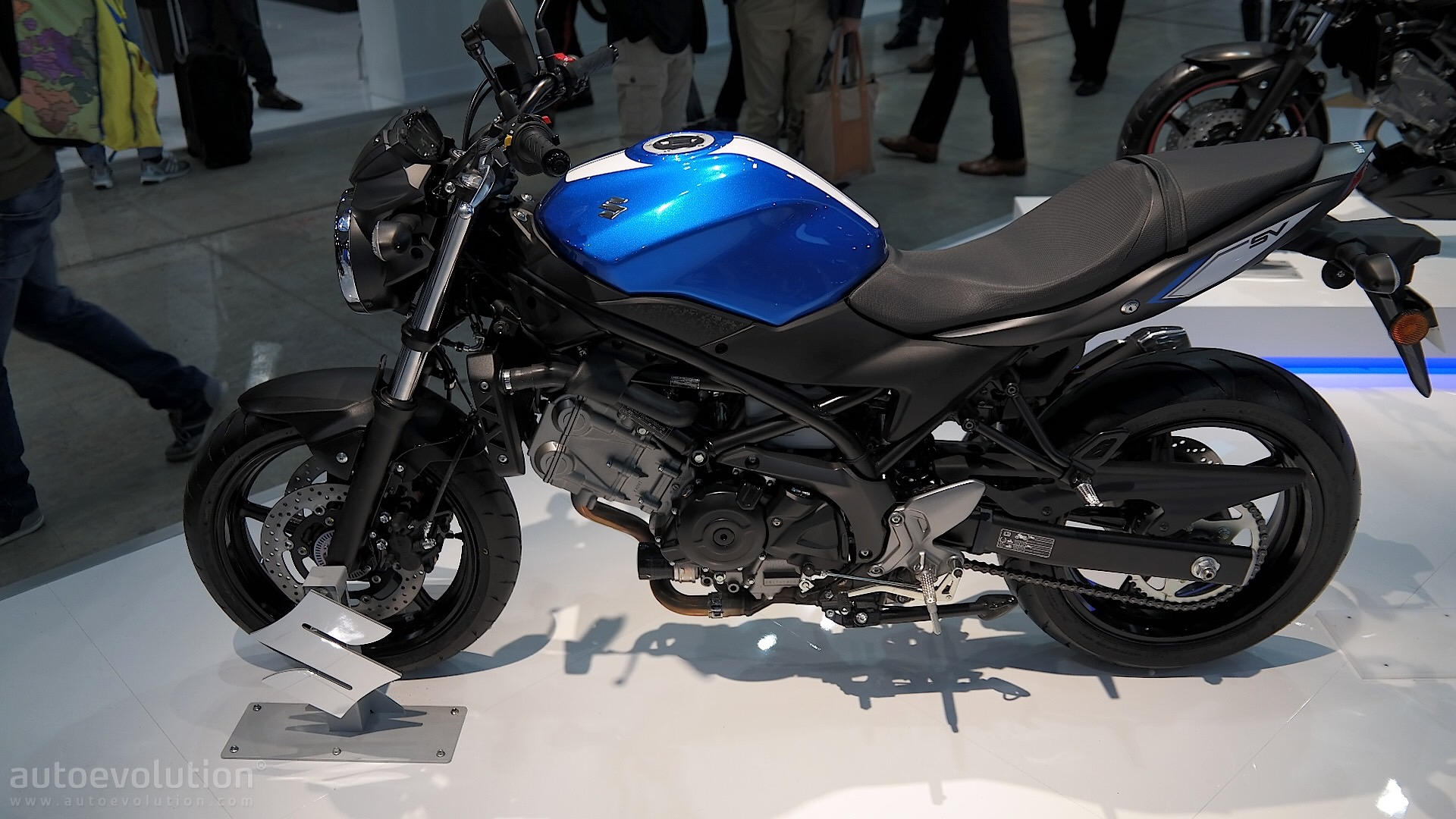 eicma 2016 suzuki sv650 is lighter faster and smarter. Black Bedroom Furniture Sets. Home Design Ideas