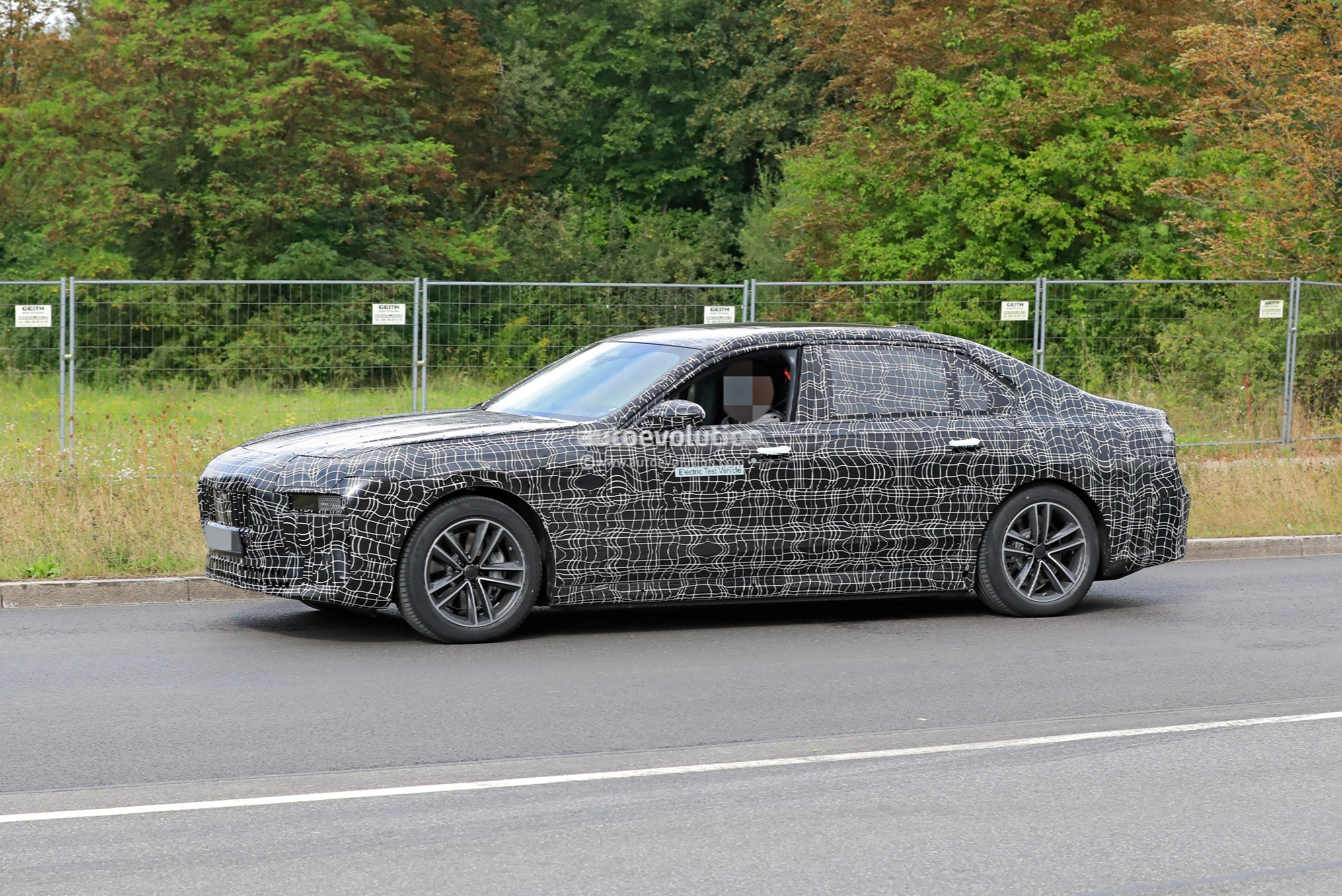 Electric Bmw 7 Series Spied Road Testing 2023 Bmw I7 Looks Massive Autoevolution