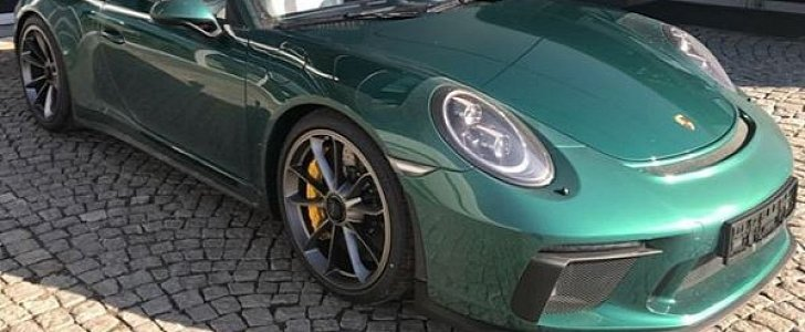 Emerald Green Metallic 2018 Porsche 911 Gt3 Lands In