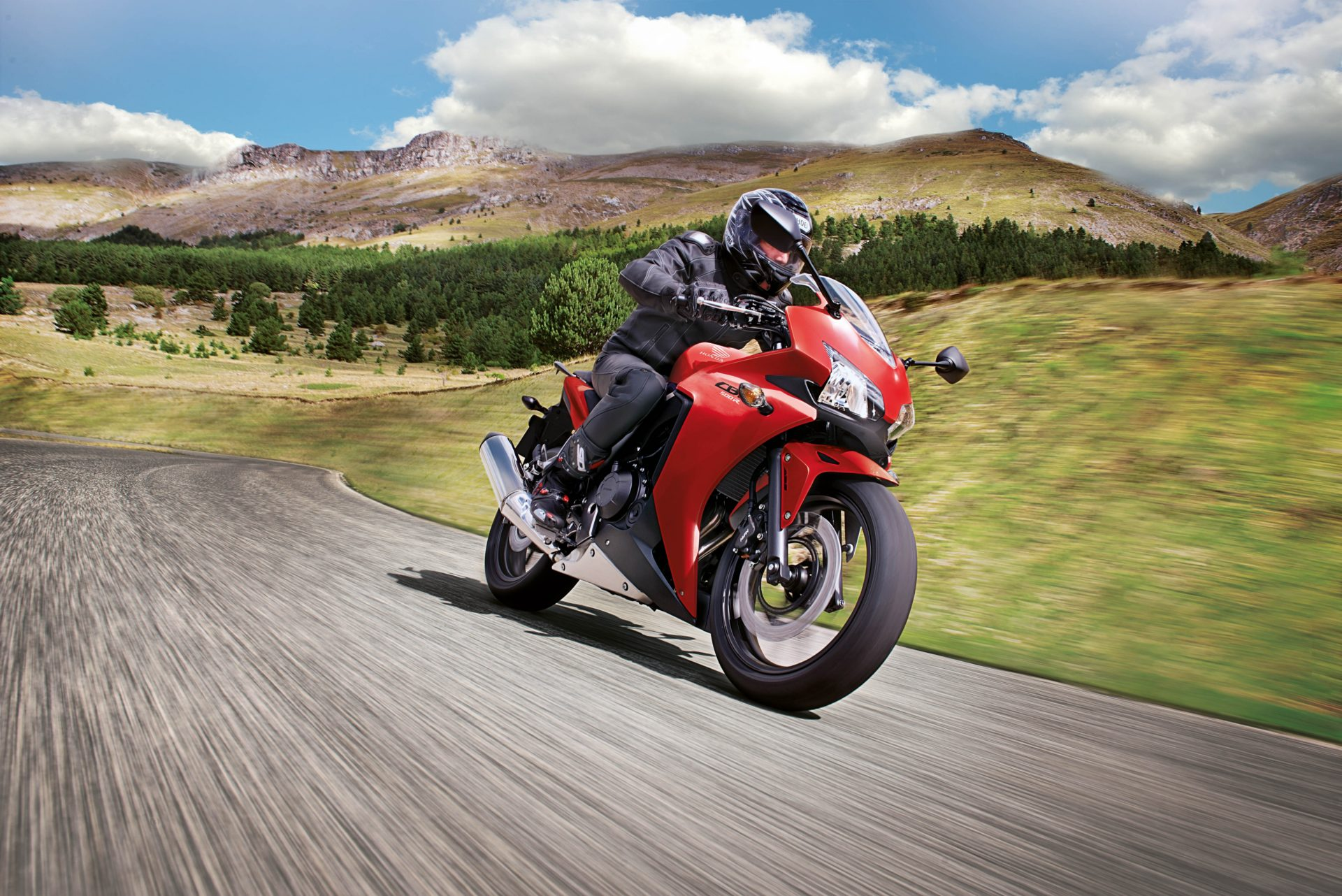 Enter The 2015 Honda Cbr500r A2 License Friendly And Really Cool