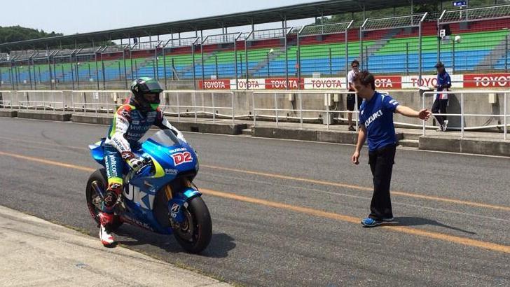 Eugene Laverty Destroys the Suzuki XRH-1 MotoGP Prototype at Phillip Island - autoevolution