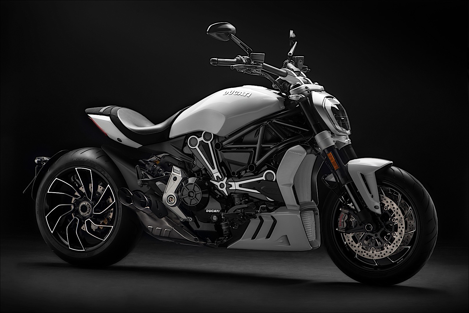 Ducati Xdiavel Shows Dressed Exquisite White